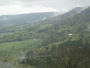 お城から見た霧が立ちこもる景色