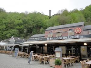 デュルビュイ広場前のカフェ