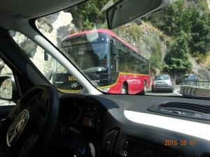 バスとすれ違い