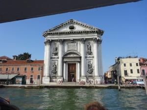 水上バスからの教会
